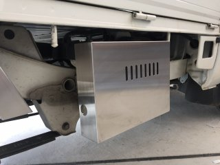 軽トラ用 ステンレス・アルミ縞板バッテリーカバー ハイゼットS201P/S211P用 ステンレスバッテリーカバー