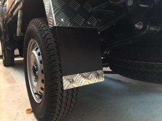 軽トラ用・リアフェンダーカバー ハイゼット 泥除けプレート(アルミ縞板)長さ158�