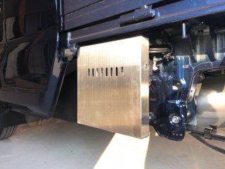 軽トラ用 ステンレス・アルミ縞板バッテリーカバー スーパーキャリイ DA16T用 ステンレスバッテリーカバー