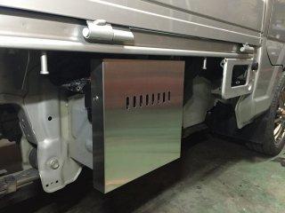 軽トラ用 ステンレス・アルミ縞板バッテリーカバー キャリイ標準車DA16T用 ステンレスバッテリーカバー