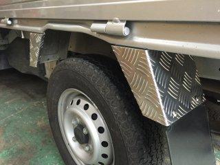 軽トラ用・リアフェンダーカバー DA16Tキャリイ リアフェンダーカバー(アルミ縞板)