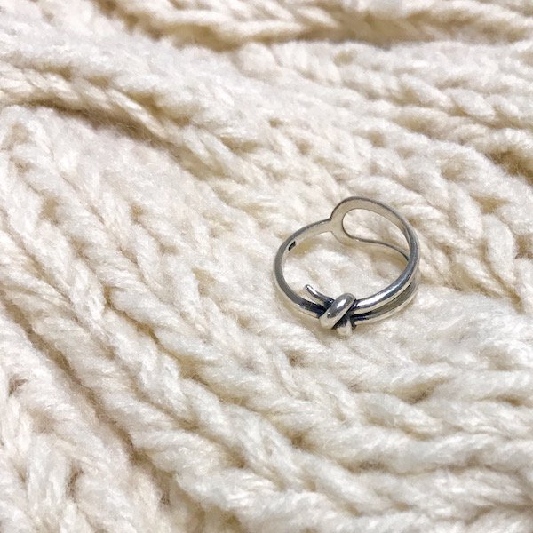 a knot ring
