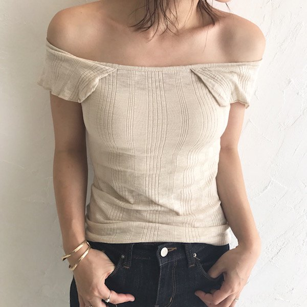 frill offshoulder knit tops