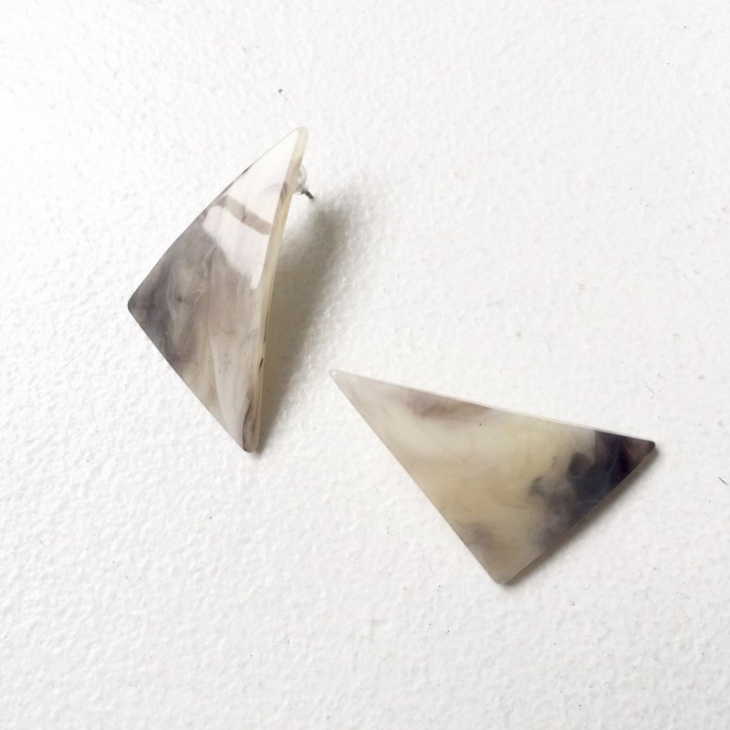 marble clear triangle pierce