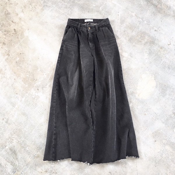 black wash wide cutting denim