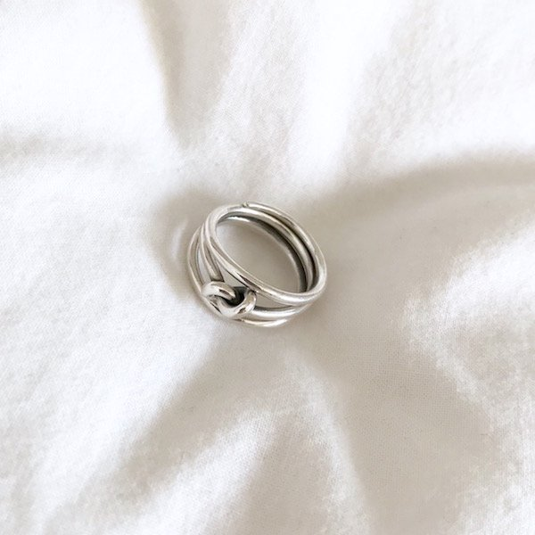 three center a knot ring