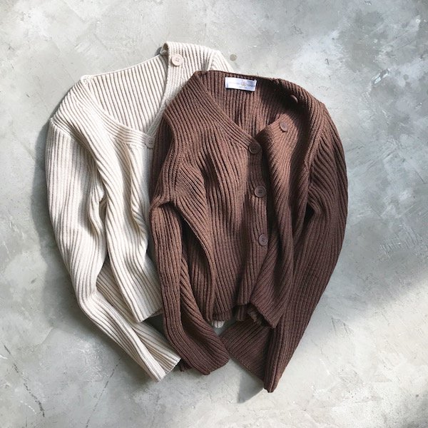 button V flare knit