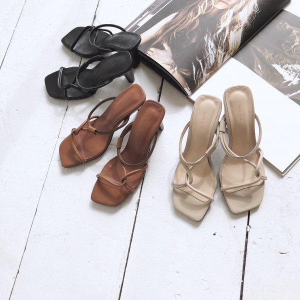 leather crossing over sandal