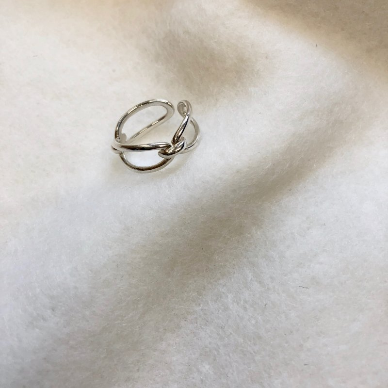 oblong cloth ring