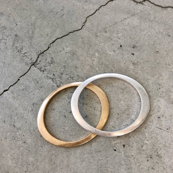 elliptic hoop bangle