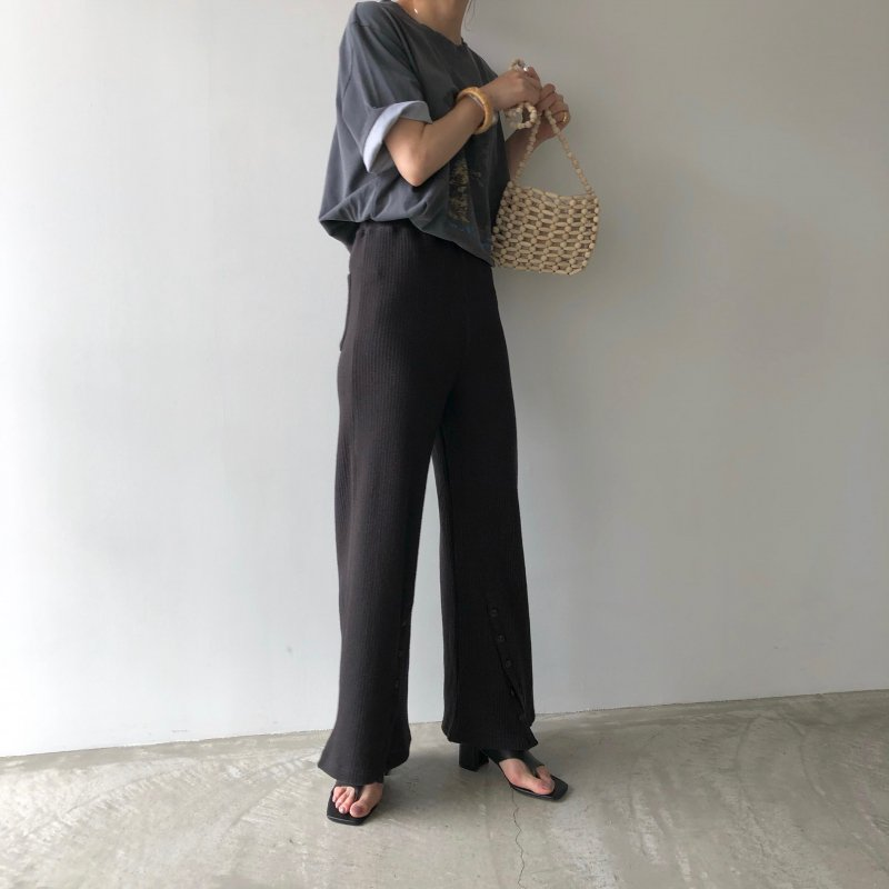 slanting button lib knit pants
