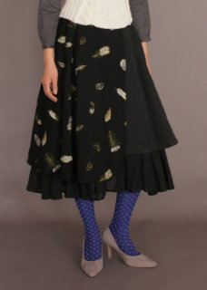 鳥の羽刺繍のスカート(ウールリネン)