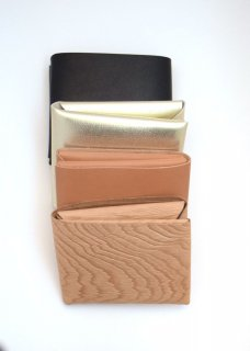 SEAMLESS SHORT WALLET