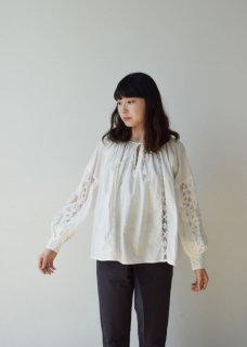 Batten lace sleeve blouse