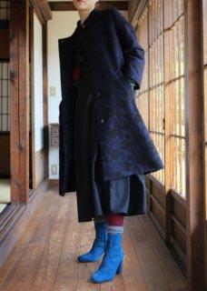庭椿刺繍生地のノーカラーコート