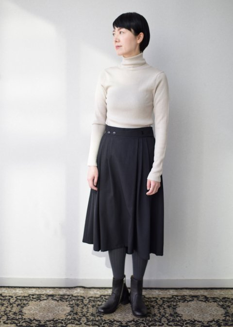 ツイル生地のフレアスカート