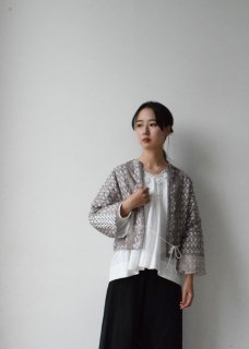 <img class='new_mark_img1' src='//img.shop-pro.jp/img/new/icons14.gif' style='border:none;display:inline;margin:0px;padding:0px;width:auto;' />Tsubomi  Silk Quilt jacket