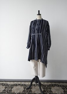 <img class='new_mark_img1' src='https://img.shop-pro.jp/img/new/icons14.gif' style='border:none;display:inline;margin:0px;padding:0px;width:auto;' />Stripe blouse