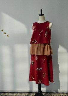 果実花刺繍のノースリーブトップス