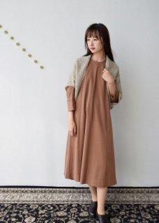 サージ生地のワンピースドレス