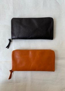 Naturally tanned leather wallet with fastener