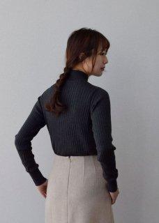 ポエータハイネックセーター