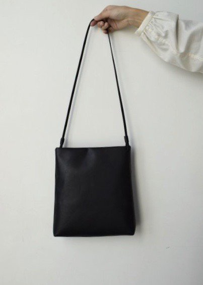 <img class='new_mark_img1' src='https://img.shop-pro.jp/img/new/icons14.gif' style='border:none;display:inline;margin:0px;padding:0px;width:auto;' />shoulder bag(シボなし)