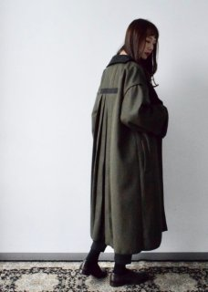 BACK PLEATS COAT