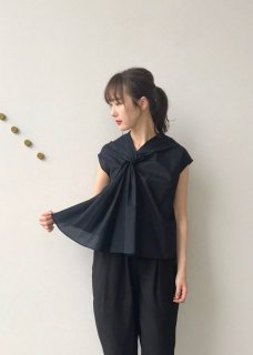<img class='new_mark_img1' src='https://img.shop-pro.jp/img/new/icons14.gif' style='border:none;display:inline;margin:0px;padding:0px;width:auto;' />twist collar / blouse
