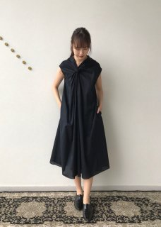 twist collar / one-piece