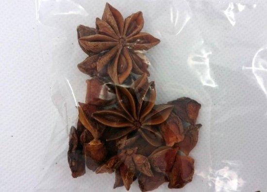 八角(ハッカク、トウシキミ、スターアニス)の種