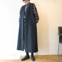 <img class='new_mark_img1' src='https://img.shop-pro.jp/img/new/icons13.gif' style='border:none;display:inline;margin:0px;padding:0px;width:auto;' />comm. arch. Wool Alpaca Long Gilet (BLACKOUT)