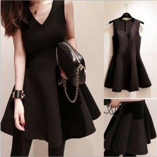 シンプルきれいめ Vネックノースリーブフレア ブラックミニドレス