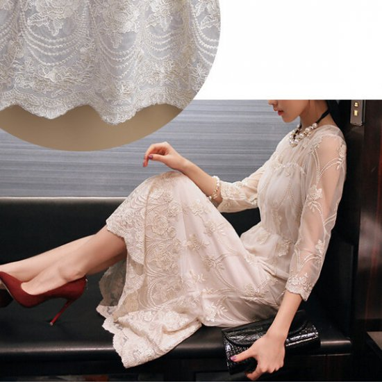 花嫁さまの二次会や謝恩会にオススメのシースルーレースの七分袖ロングドレス