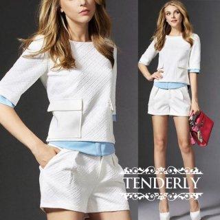 レイヤード風 白の半袖Tブラウスとショートパンツのセットアップ