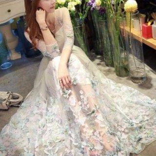 新婦さまの二次会にオススメ 蝶々モチーフの白ロングドレス