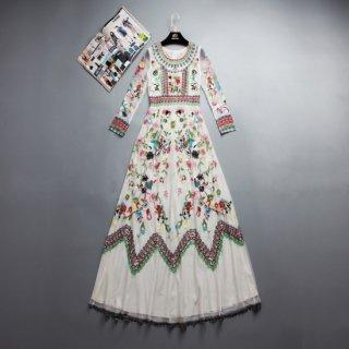 フォークロアな花柄刺繍の長袖ロングドレス