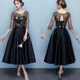結婚式などのパーティーにおすすめ フラワー刺繍のミモレ丈ドレス
