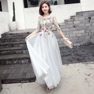 ファンタジー感たっぷりフラワー刺繍のロングドレス