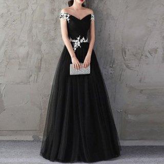 小花モチーフが可憐なオフショルダーブラックロングドレス