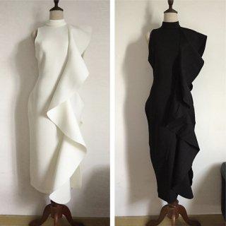 シンプル&ゴージャス ミモレ丈のラッフルドレス