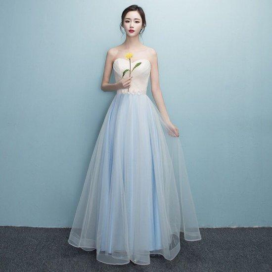 ブライズメイドに シンプルベアトップのイブニングドレス