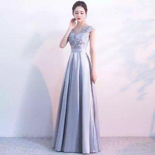マキシ丈 立体的なフラワーモチーフが上品 シルバーグレーのフレンチスリーブドレス