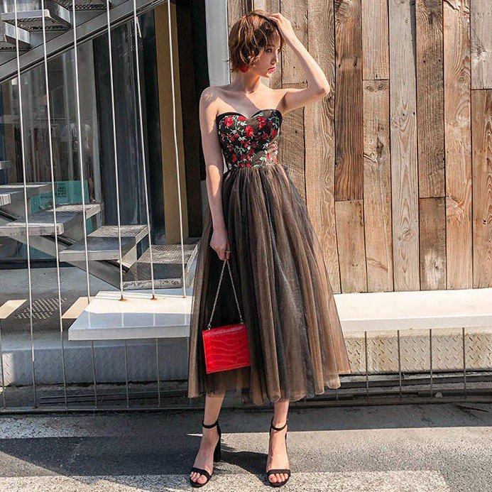 大人可愛い赤×黒 フラワー刺繍ベアトップドレス