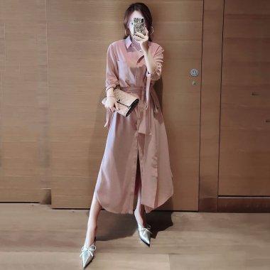 ゆったりシルエットで体型カバー 大人カラーのワントーンできれいめな袖ありシャツワンピース