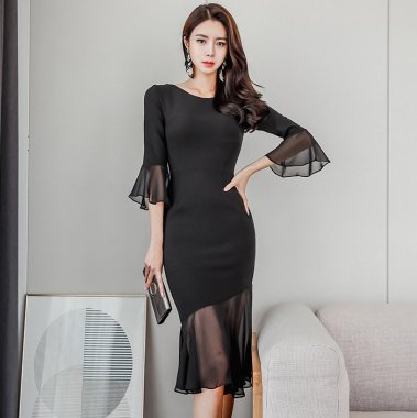 結婚式やお呼ばれに シースルーのフレア袖がエレガントな黒の袖ありマーメイドドレス
