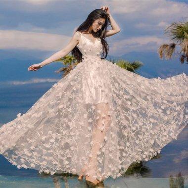 パーティー衣装やブライズメイドに 総柄シースルーのたっぷりスカートが可愛いキャミソールワンピース 2色