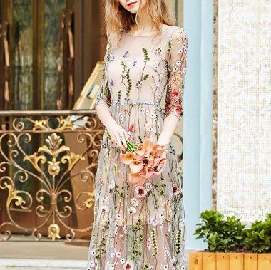 華やかで個性的 繊細な花柄刺繍がかわいいシースルーの袖ありワンピース ドレス