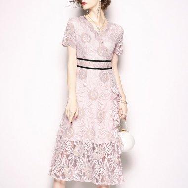 お呼ばれからデートまで 花柄総レースがオトナかわいいカシュクールの袖ありワンピース