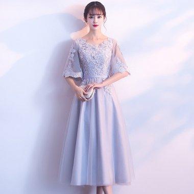 お呼ばれから発表会まで 花柄刺繍レースが大人かわいいフレアスリーブのAラインドレス